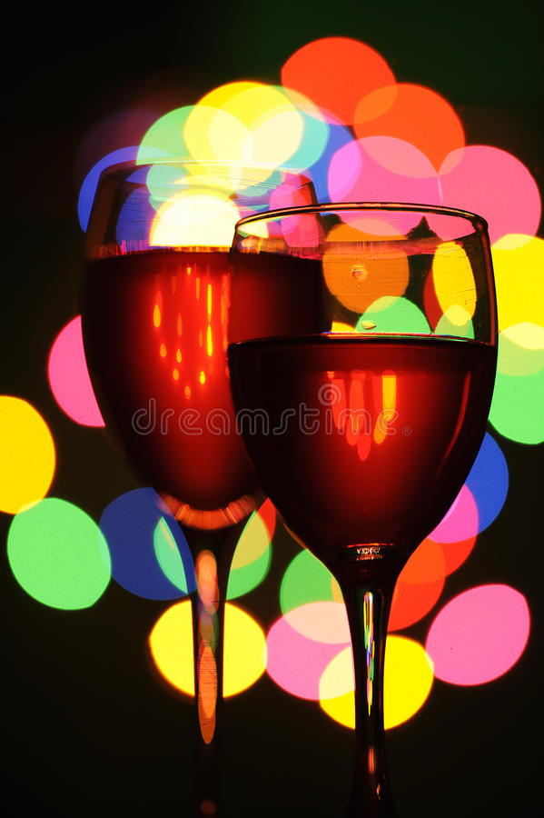 Rotwein. Änderung am Objektprogrammleuchte auf dem Glas stockfoto