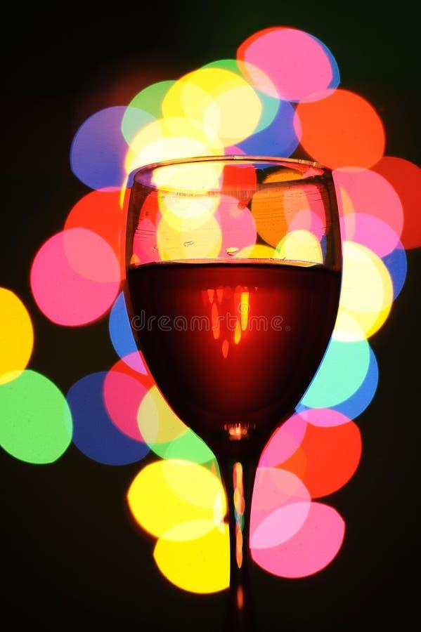 Rotwein. Änderung am Objektprogrammleuchte auf dem Glas lizenzfreie stockfotografie