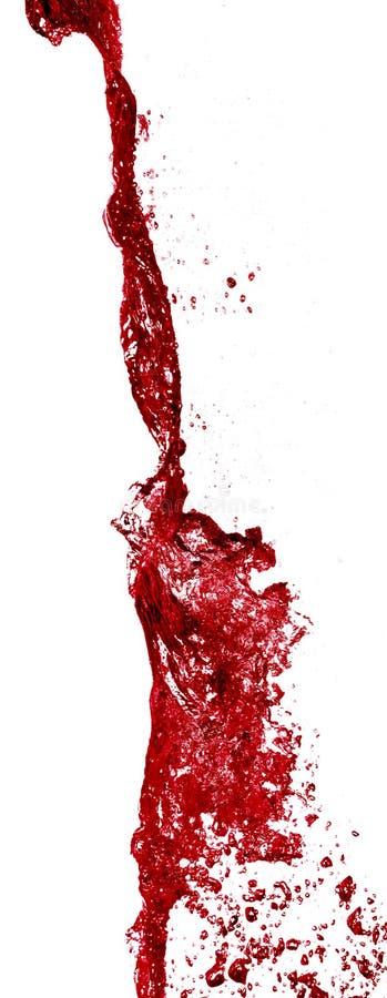 Rotwein, der aus einer Flasche gegossen wird stockbild