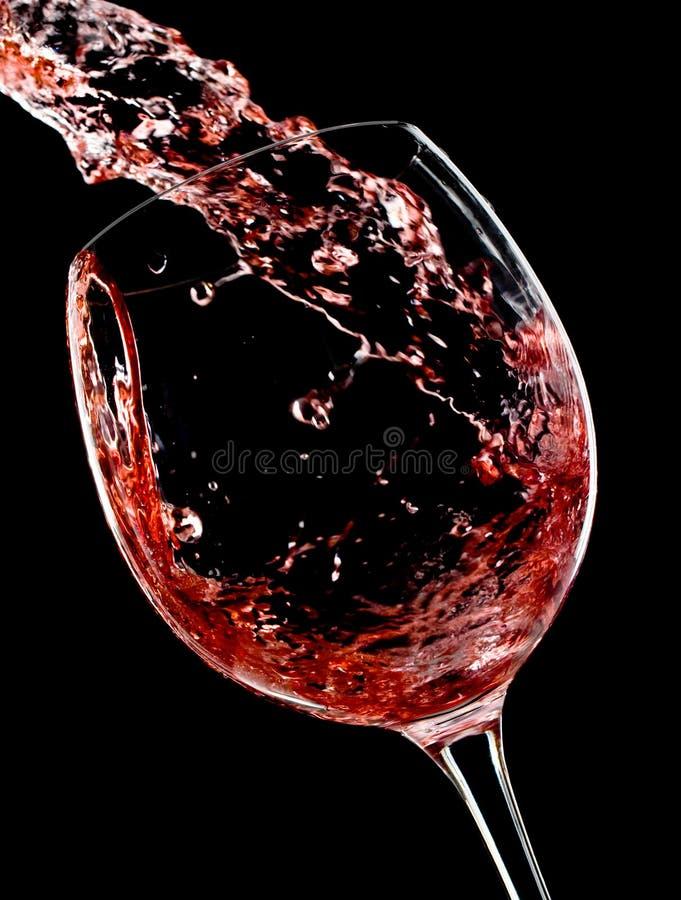 Rotwein in der Bewegung stockfoto