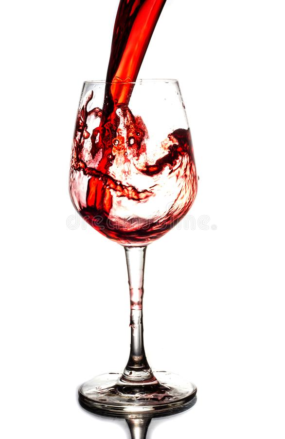 Rotwein, der unten gießt lizenzfreies stockfoto