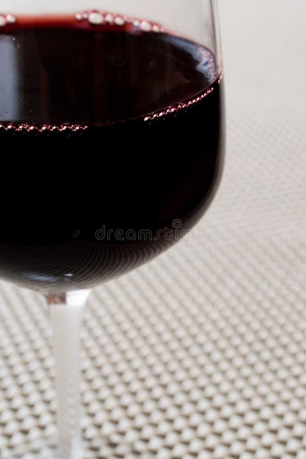 Download Rotwein in einem Glas stockfoto. Bild von getränk, wein - 96928180