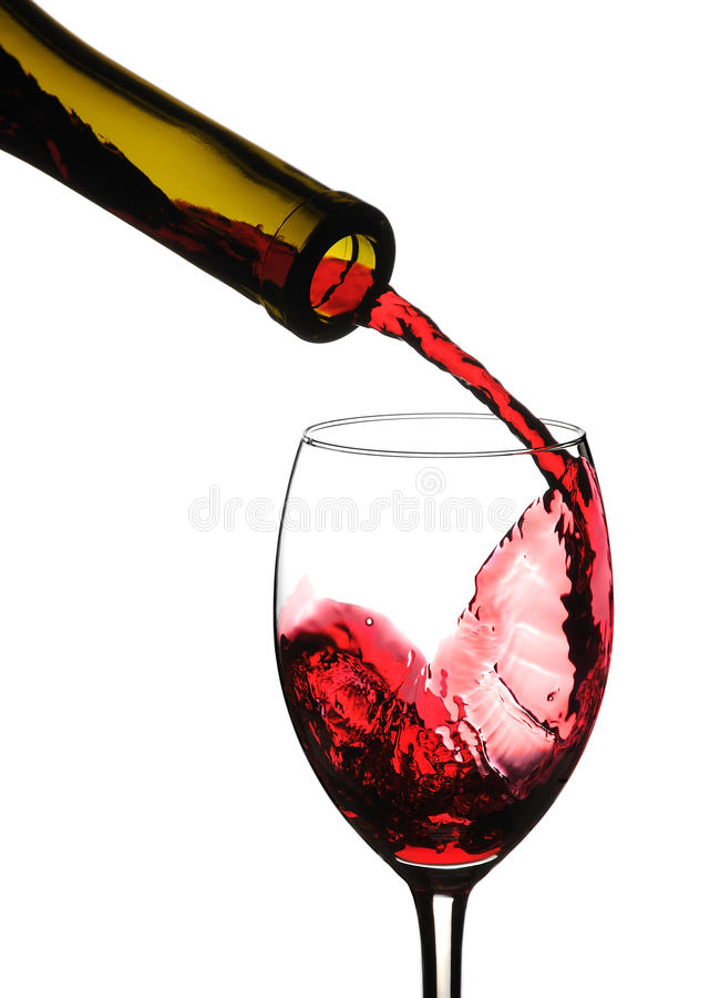 Rotwein gießen lizenzfreie stockbilder