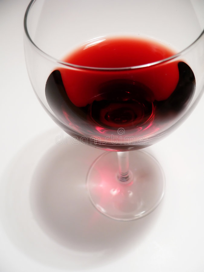 Rotwein im Glas stockbild
