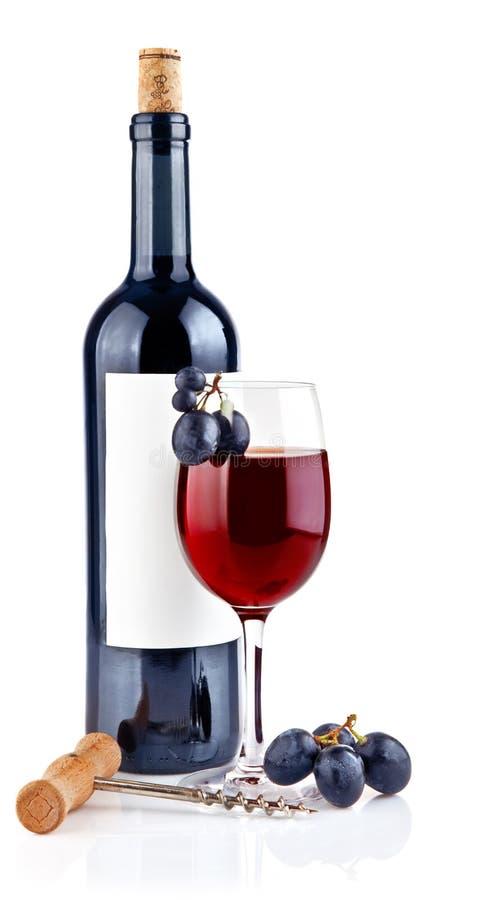 Rotwein im Glas mit Trauben stockfotos