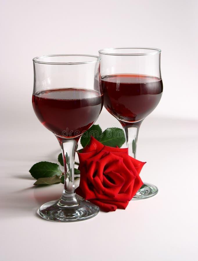 Rotwein und stieg stockfoto