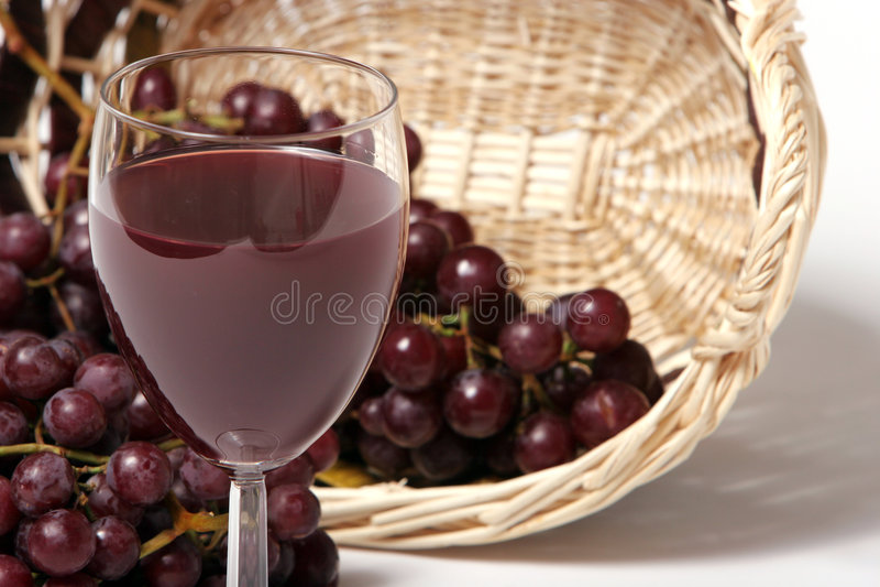 Rotwein und Trauben lizenzfreie stockbilder