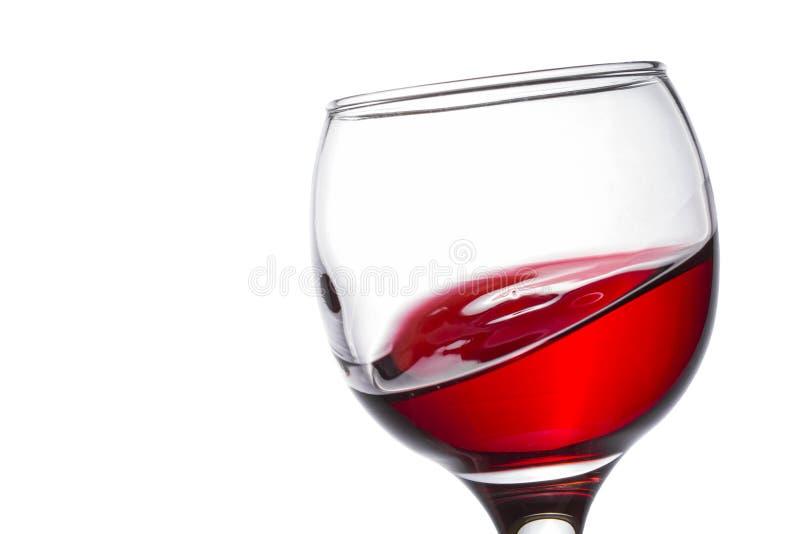 Rotwein wie eine Seewelle in einem schönen Glas lizenzfreie stockbilder
