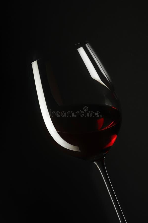 Rotweinglas mit Flasche lizenzfreies stockbild