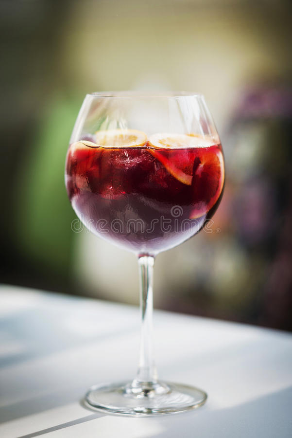 Rotweinsangriaspanisch-Getränkglas stockfotografie