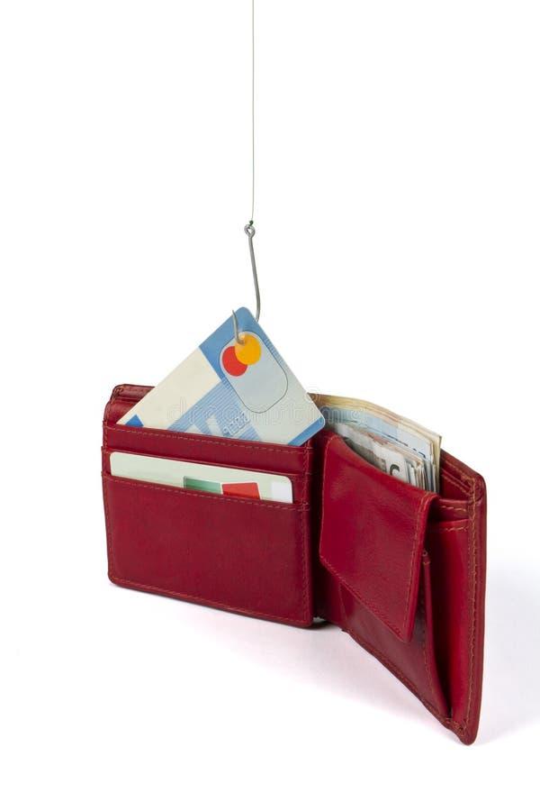 Roubando o cartão de crédito fora da carteira fotos de stock royalty free
