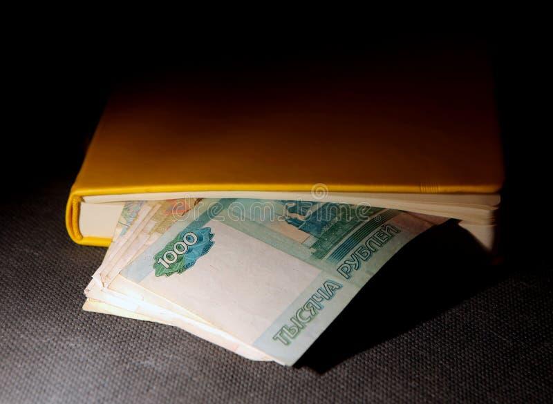 Download Roubles Russes Dans Le Livre Photo stock - Image du paiement, closeup: 56484556