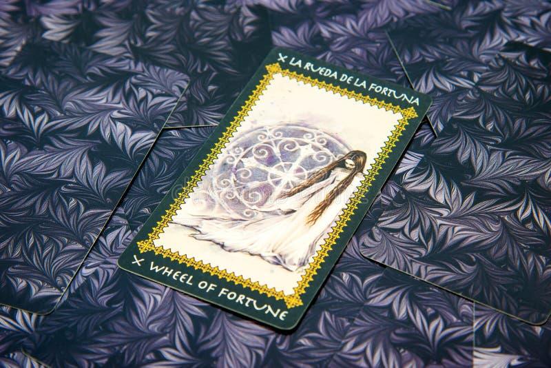 Roue de carte de tarot de la fortune Plate-forme de tarot de Favole Fond ésotérique photographie stock libre de droits