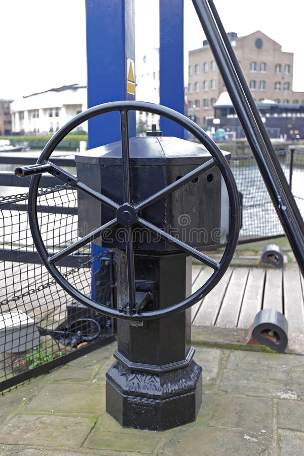 Download Roue de pont-levis image stock. Image du architecture - 77161455