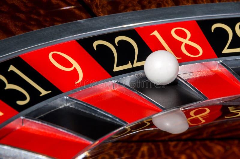 Roue de roulette classique de casino avec le secteur noir vingt-deux 22 image libre de droits