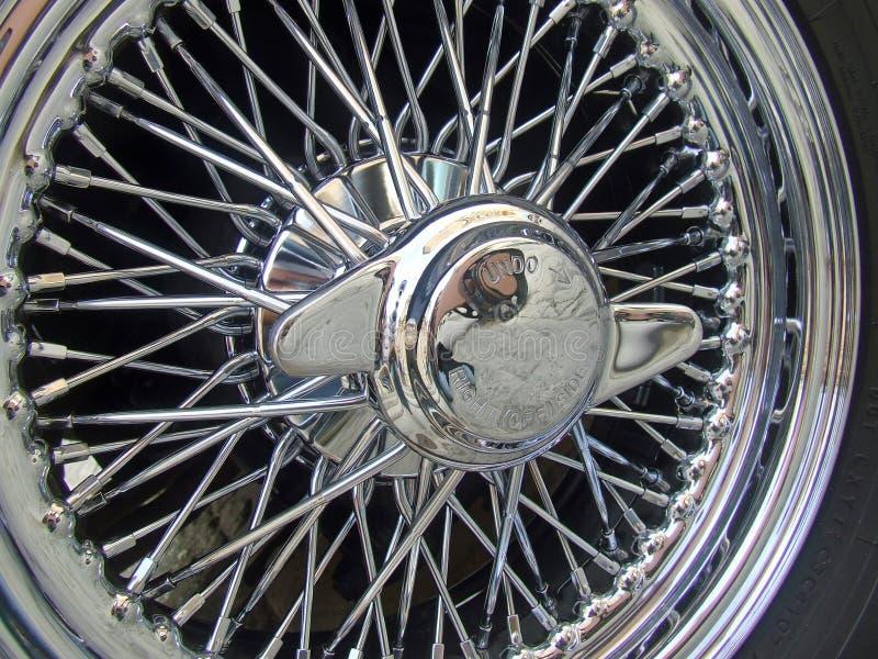 Roue de Spoked Chrome de voiture de sport photo libre de droits