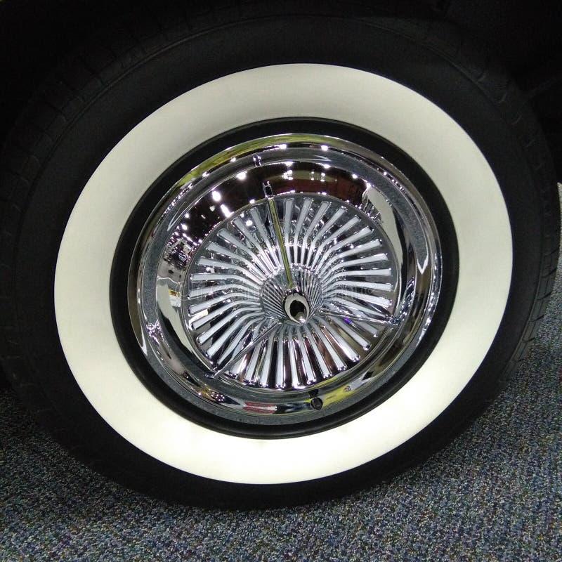 Roue de voiture classique de vintage photographie stock libre de droits