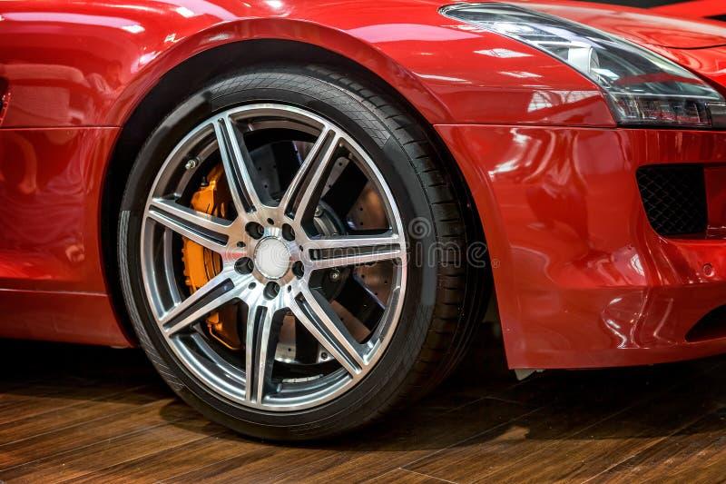 roue de voiture de sport image stock image du details 35938943. Black Bedroom Furniture Sets. Home Design Ideas
