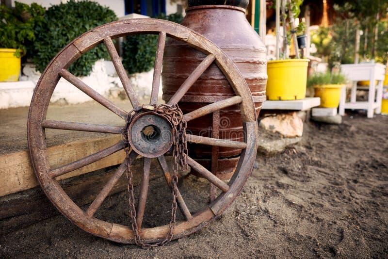 Roue en bois décorative de vintage photo stock