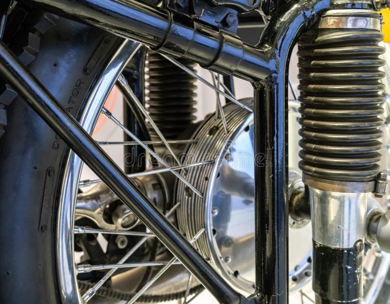 Roue et ressort de moto photographie stock