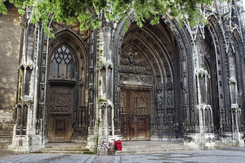 Rouen : Église et bicyclette de saint-Maclou image stock