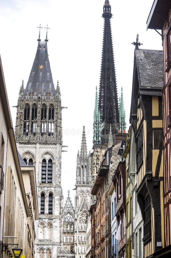 Download Rouen - domkyrka och hus arkivfoto. Bild av normandy - 27276342