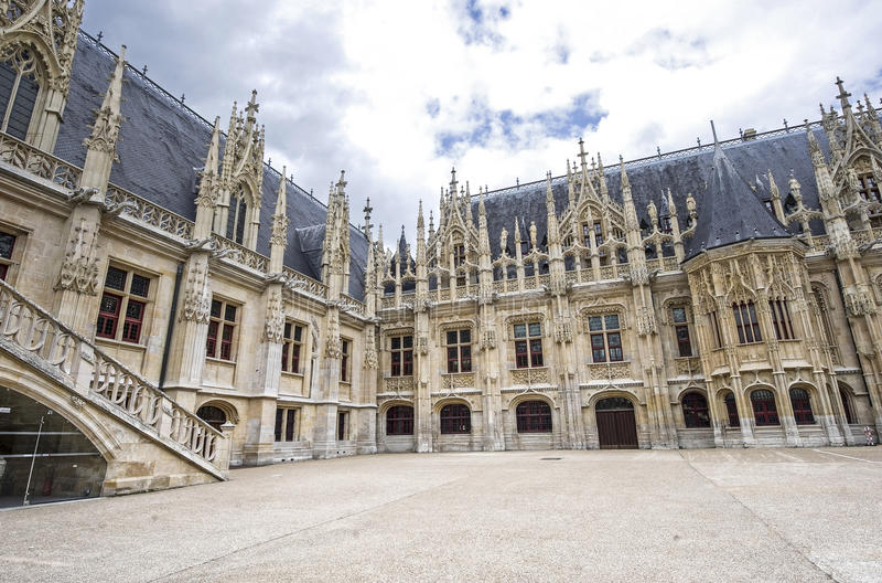 Download Rouen - historisk slott arkivfoto. Bild av slott, historiskt - 27276350