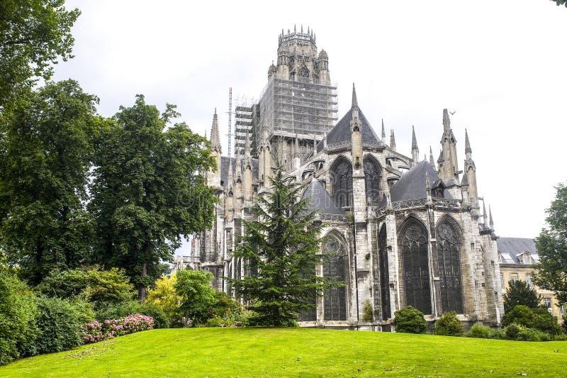 Rouen - Powierzchowność świętego kościół obraz stock