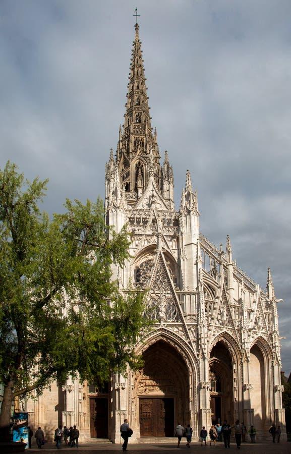 Rouens gotiska katedral i Normandie i Rouen France sent på en dag på sommaren royaltyfri bild