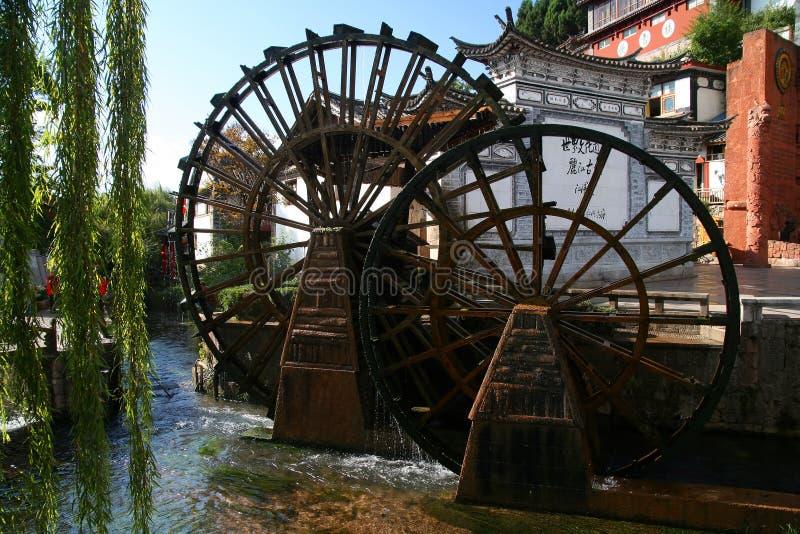 Roues d'eau de Lijiang images libres de droits