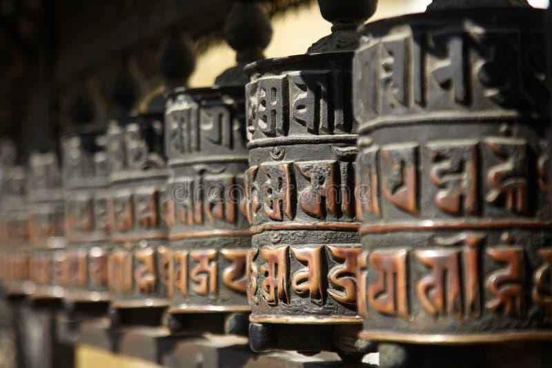 Roues de prière de Swayambhunath dans la religion d'hindouisme photo libre de droits