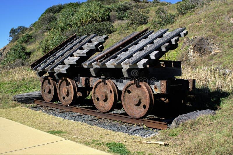 Roues rouillées de train de fer sur la voie ferrée photographie stock