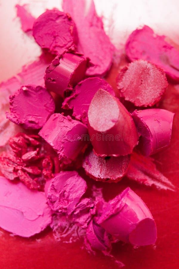 Rouge à lèvres rose découpé en tranches et plan rapproché rose de coupe photographie stock