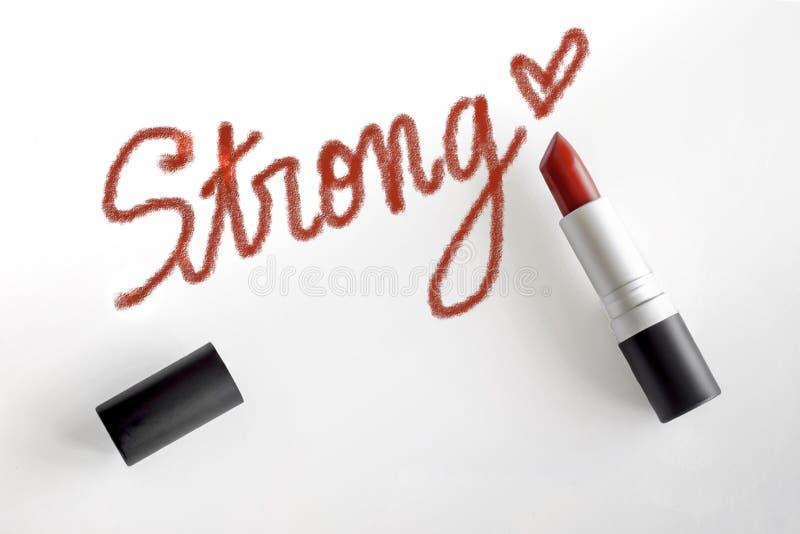 Rouge à lèvres rouge avec la course forte de mot et d'écriture de coeur photographie stock libre de droits