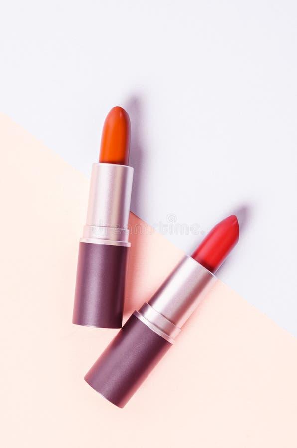 Rouge à lievres Rouges à lèvres colorés de mode image stock