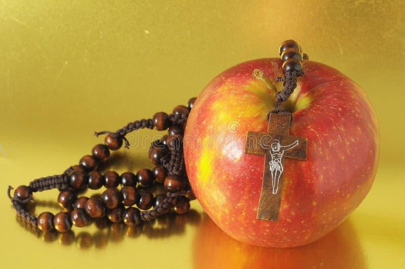 Rouge Apple du péché d'Eva de bible photographie stock libre de droits