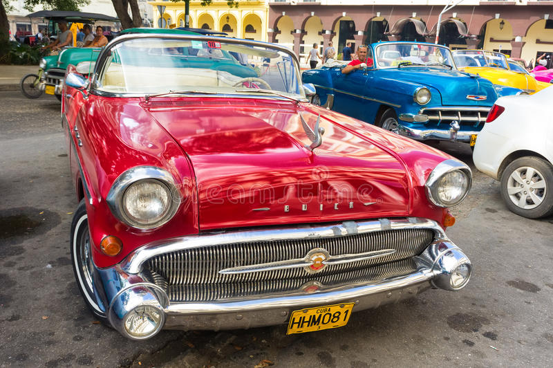 Rouge brillant Buick 1957 à La Havane photos libres de droits