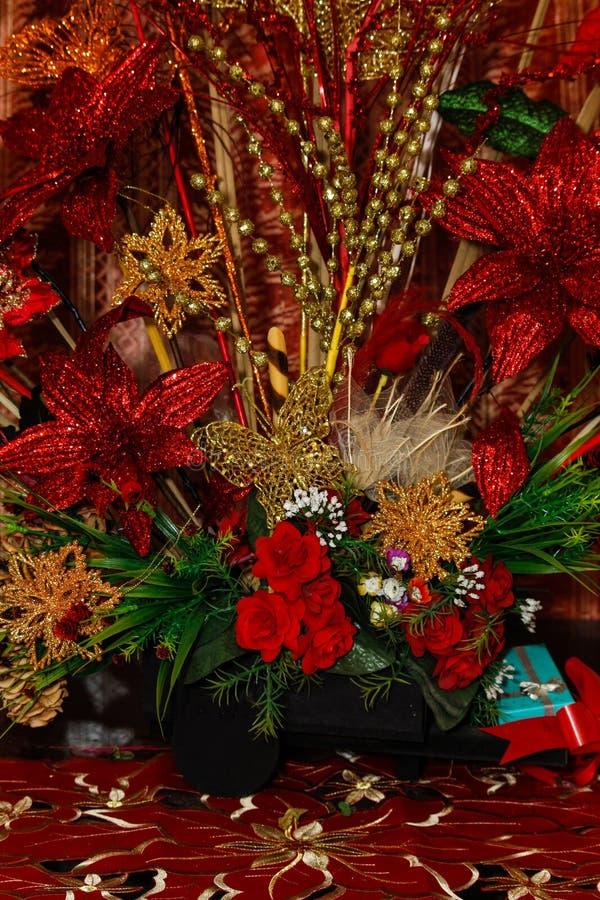 rouge d'or de décorations de Noël photo libre de droits