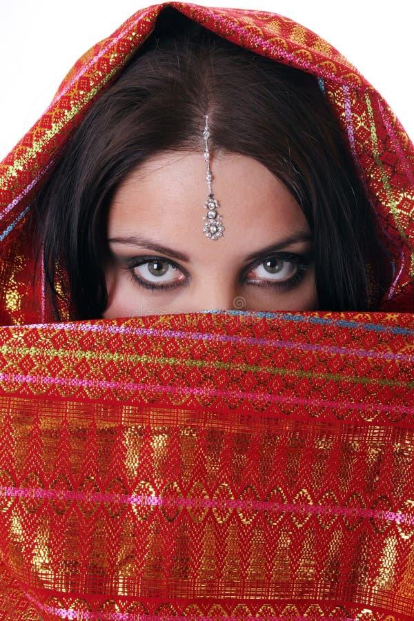 rouge de foulard de fille images libres de droits