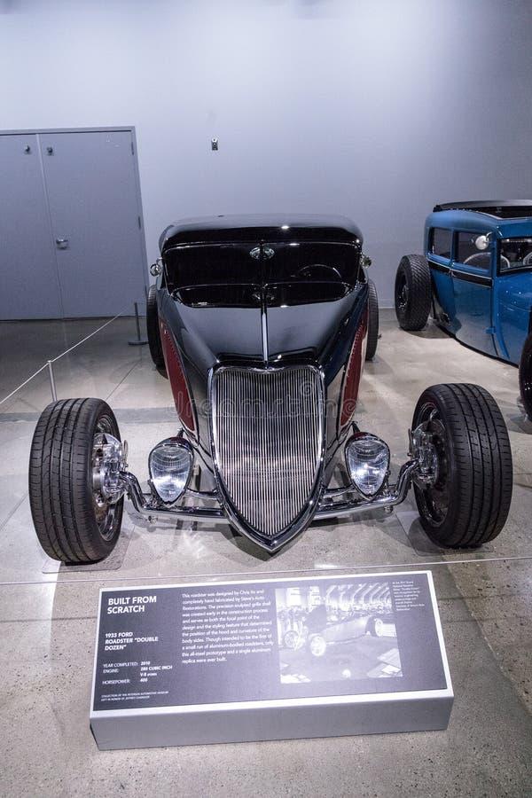Rouge et noircissez Ford Roadster 1933 photos libres de droits