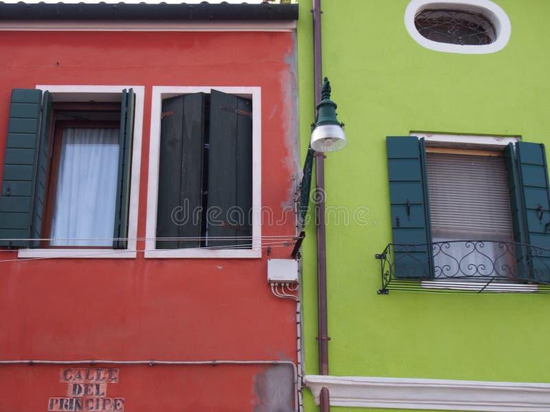 Rouge et vert - Burano photos libres de droits