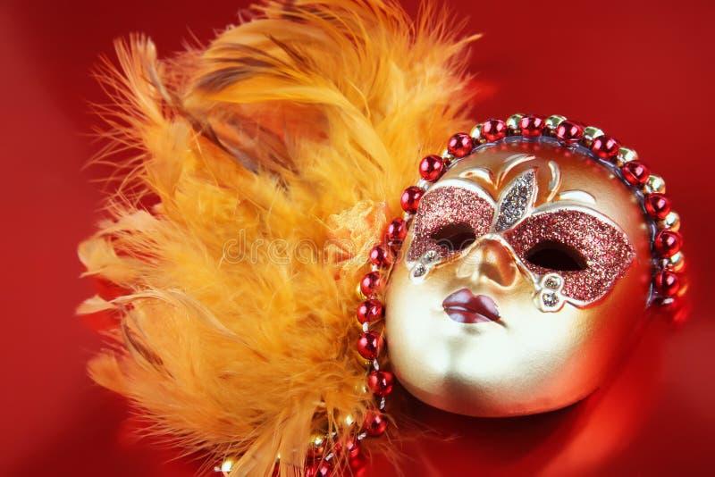 rouge fleuri de masque de carnaval de fond images libres de droits