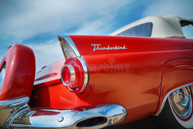 Rouge Ford Thunderbird Convertible 1956 images stock