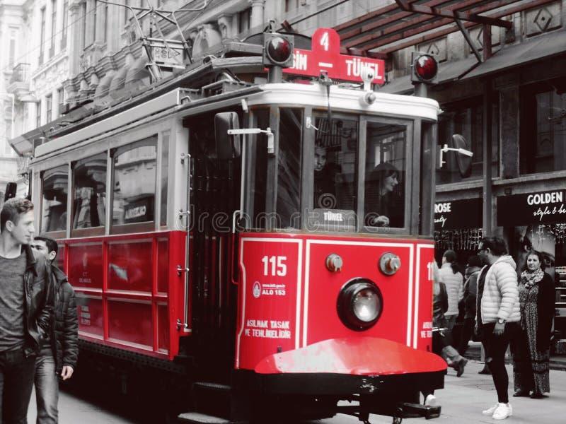 rouge noir et blanc de véhicule d'Istanbul images libres de droits