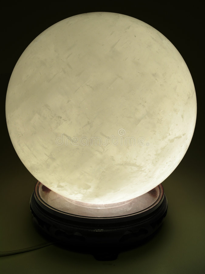 Rougeoyer de bille en cristal photographie stock