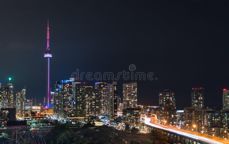 Rougeoyez de la ville de Toronto et de Gardiner Expressway photo libre de droits