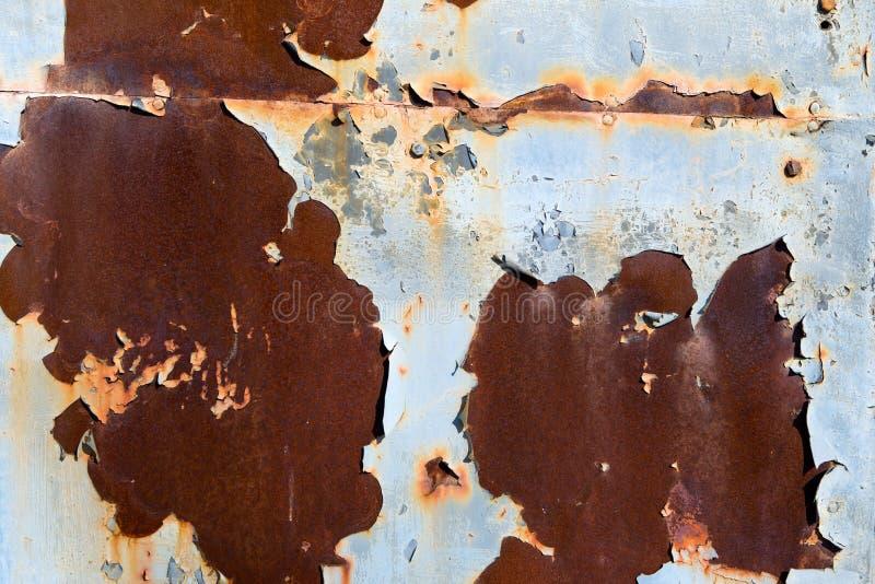 Rouille et épluchage de la peinture bleue images libres de droits
