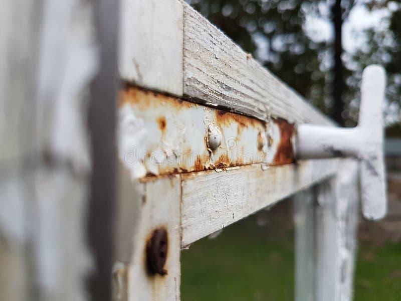 Rouille sur la fenêtre photos libres de droits