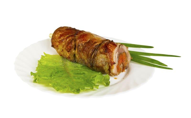 Download Roulade του άγριου κάπρου με τα ξηρά βερίκοκα στο πιάτο, που απομονώνεται Στοκ Εικόνες - εικόνα από τηγανητά, κρέας: 62701322