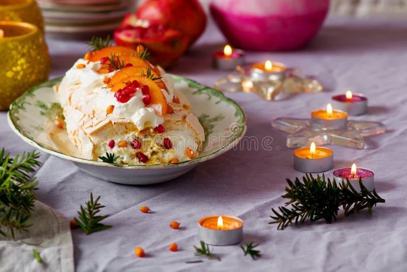 Roulade Pavlova χειμερινών φρούτων στοκ εικόνες